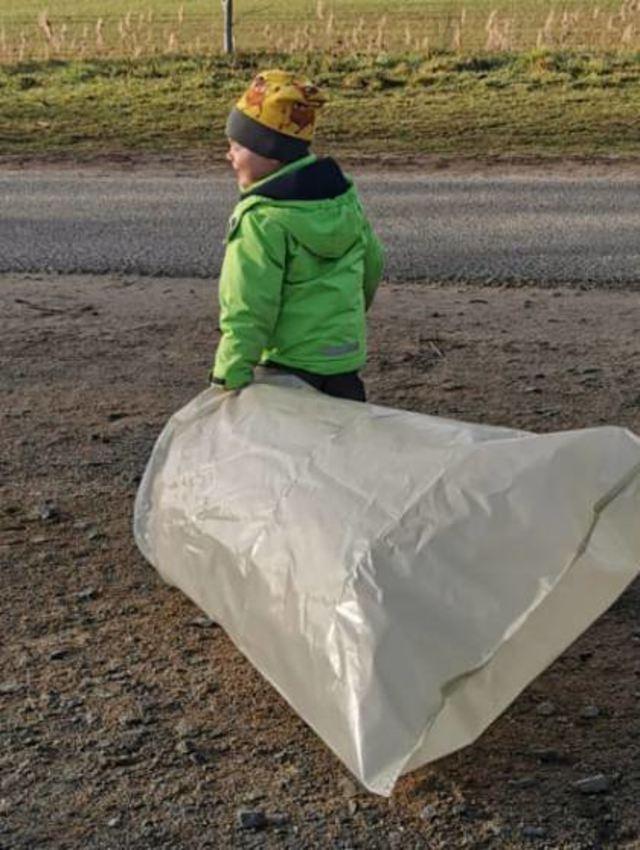 Selbst die Jüngsten packten beim Mülleinsammeln mit an.